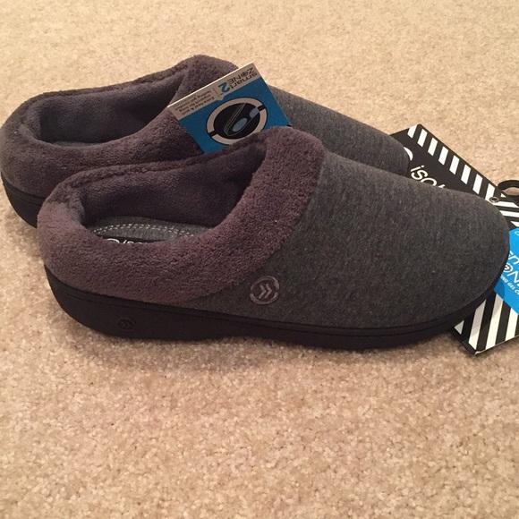 NWT Isotoner Signature slippers. Size 7.5-8.
